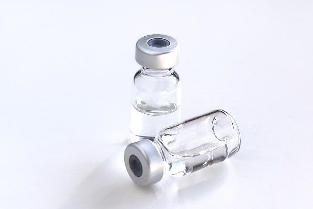 美容液の入った2つの小瓶